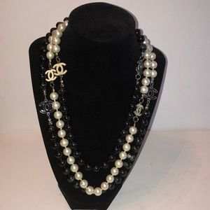 CHANEL Faux Pearl & Resin CC station necklace